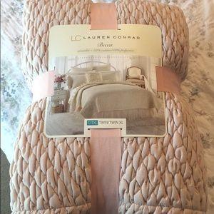 LC Lauren Conrad Coverlet Blush-NWT